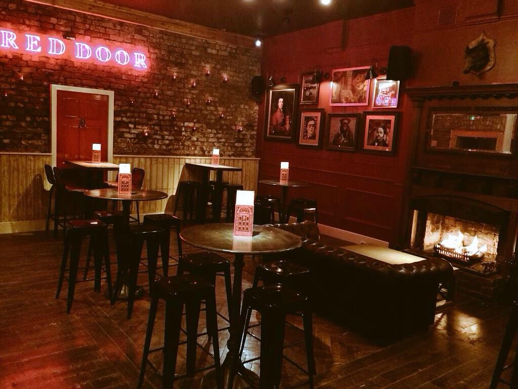 red door bar the latest arrival to city centre nightlife. Black Bedroom Furniture Sets. Home Design Ideas